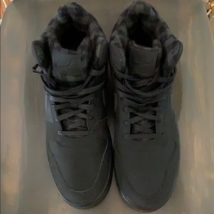 Nike court borough mid premium